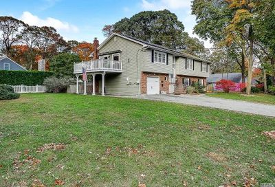 38 Mohawk Dr Brightwaters NY 11718
