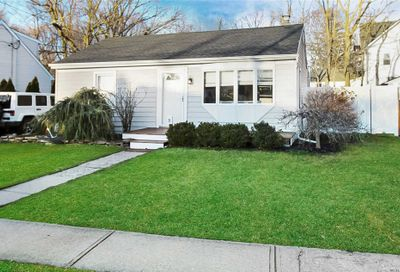21 Rowland Ave Blue Point NY 11715