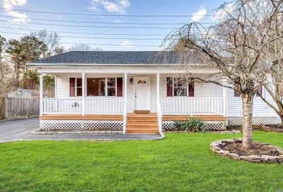 27 Moriches Middle  Rd Shirley NY 11967
