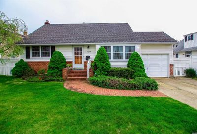 3877 Peter St Seaford NY 11783