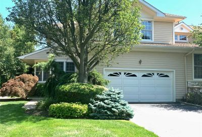 303 Baltustrol Cir North Hills NY 11576