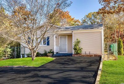 35 Westfield Rd Coram NY 11727