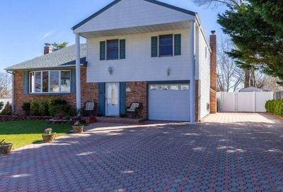 33 Willow St Selden NY 11784