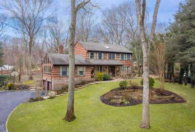 44 Valleyview Dr Northport NY 11768