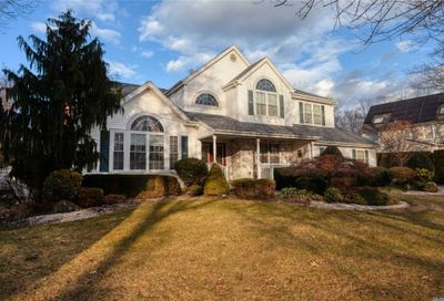 4 Weeping Cherry Ln Commack NY 11725