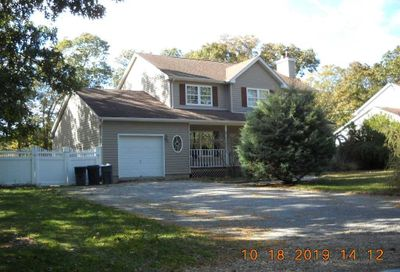 24 Riverhead Rd East Moriches NY 11940