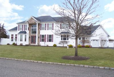 8 Kyle Ct Middle Island NY 11953