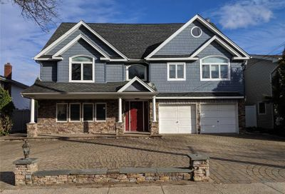 2733 Clubhouse Rd Merrick NY 11566