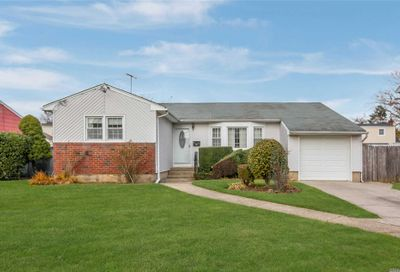 2421 Lancaster St East Meadow NY 11554