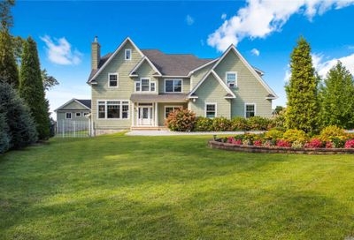 34 Waterview Ct Riverhead NY 11901
