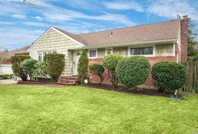26 Larry Dr Commack NY 11725