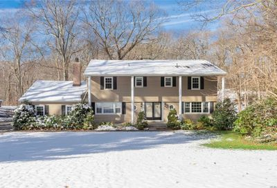 43 Woodvale Dr Laurel Hollow NY 11791
