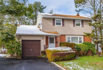4 Laurinda Dr Commack NY 11725