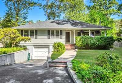 9 Springs Dr Melville NY 11747