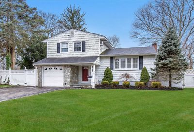128 Overlook Dr East Islip NY 11730