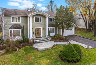 9 Woods Dr Roslyn NY 11576