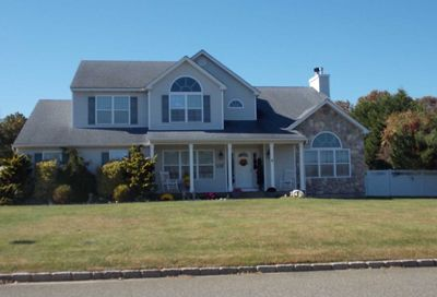 14 Barberry Ln Center Moriches NY 11934