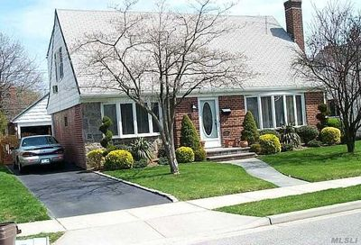 38 Devonshire Dr New Hyde Park NY 11040