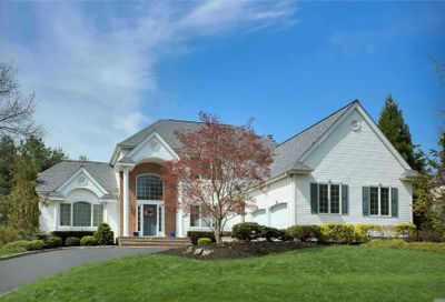13 Hunting Hollow Ct Dix Hills NY 11746