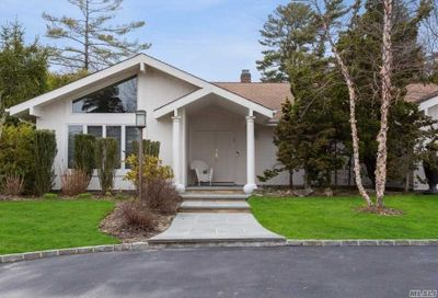 17 Kristi Dr Muttontown NY 11753