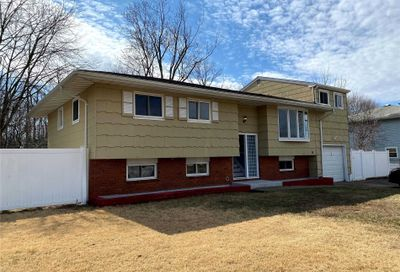 10 Russell Ct Copiague NY 11726