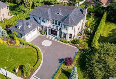 28 Clover Ln Roslyn Heights NY 11577