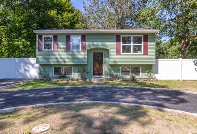121 Head Of The Neck Rd Bellport NY 11713