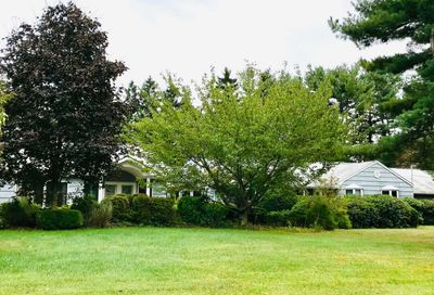 39 Eastwoods Dr Cold Spring Hrbr NY 11724