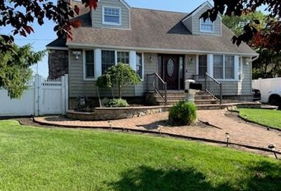 8 Monmouth St Deer Park NY 11729