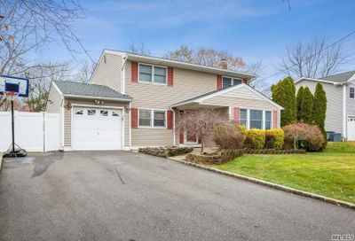 26 Buick Dr Selden NY 11784