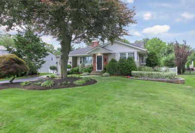 4 Larkspur Dr West Islip NY 11795