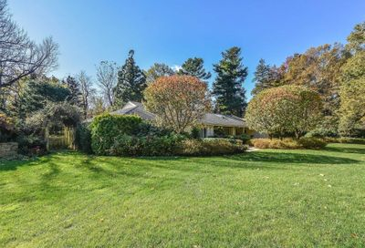 6 Woodland Dr Sands Point NY 11050