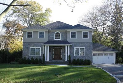 39 Sycamore Dr Roslyn NY 11576