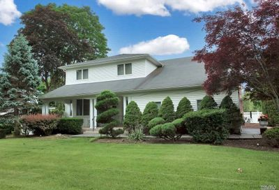 35 Dryden Way Commack NY 11725