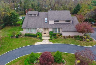41 Louis Dr Melville NY 11747