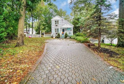 34 Maple Ave Miller Place NY 11764