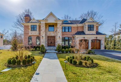 36 Clover Ln Roslyn Heights NY 11577