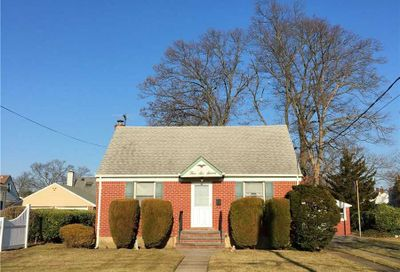 567 Benito St East Meadow NY 11554