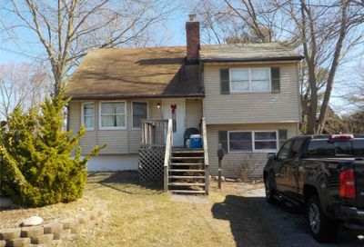 561 Peter Paul Dr West Islip NY 11795