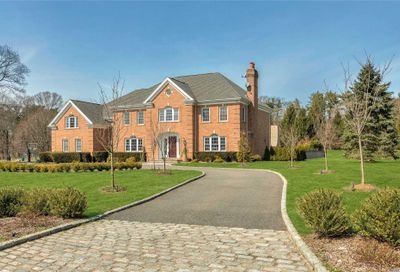 15 Stable Ct Muttontown NY 11732