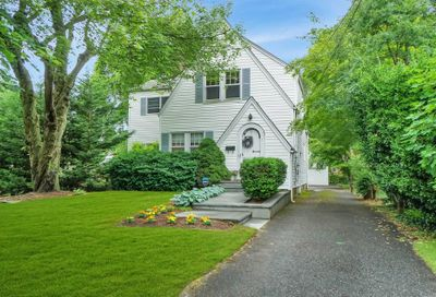 431 Peters Blvd Brightwaters NY 11718