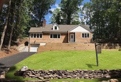 7 Westfield Dr Centerport NY 11721