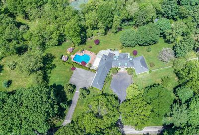 2 Country Ln Brookville NY 11545