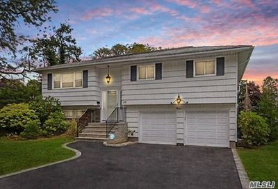29 Barry Ln Old Bethpage NY 11804