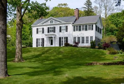 197 Cove Rd Oyster Bay Cove NY 11771