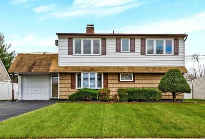 28 Spindle Rd Hicksville NY 11801