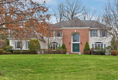 42 Hunting Hollow Ct Dix Hills NY 11746