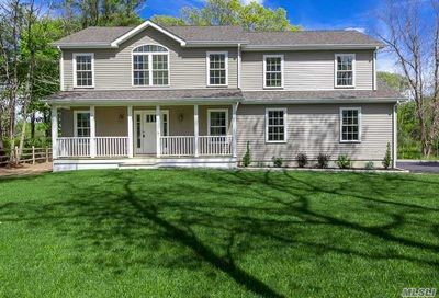 4 Gayle Ct Center Moriches NY 11934