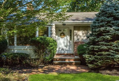 41 Snowball Dr Cold Spring Hrbr NY 11724