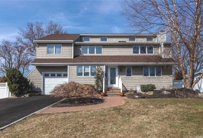 5 Floral Ln St. James NY 11780